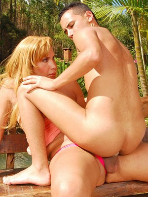 Free shemale porn - shemale outdoor free movies and free pics