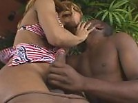 Ebony guy can�t resist temptation to jump on shemale�s boner right outdoors